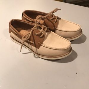 New without box Gap mens boat shoes size 8